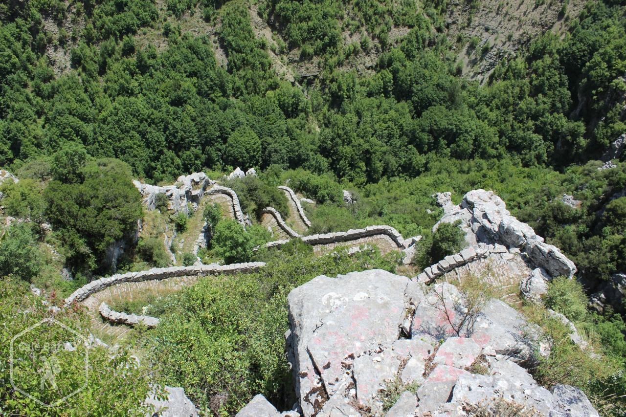 Grecia - Munții Pindului văzuți printre fulgere și maratoniști