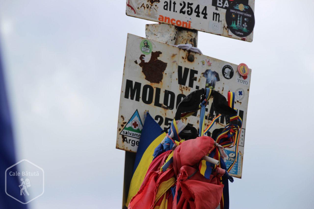 Cu bebe pe Vârful Moldoveanu